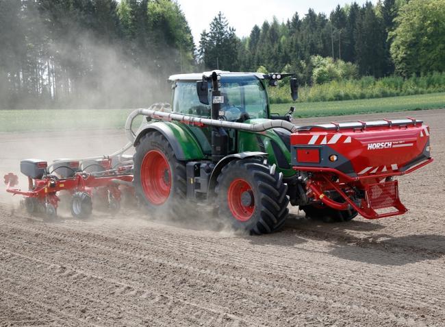 Erős kezdés a traktorpiacon, óriási gépválaszték és egy világrekord