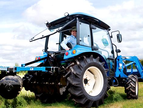Új traktor Magyarországon! LS: Japán minőség, koreai áron! – KÉPEK