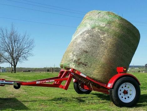 Miért fordulnál traktorral? A bálákat quaddal és autóval is behozhatod! – KÉPEK, VIDEÓK!
