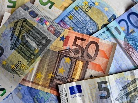 Extra támogatásokkal segítené a gazdákat az EU
