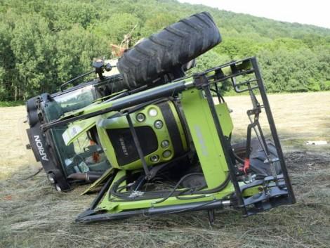 Felborult egy traktor, a vezető életét vesztette