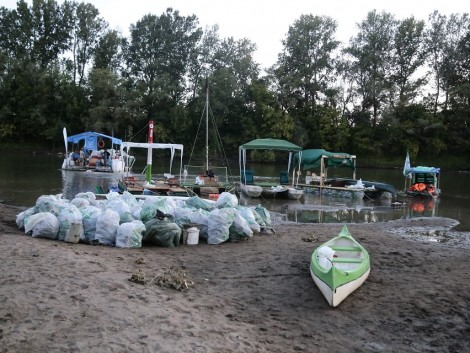 Látványos program keretében tisztítják a Tisza-tavat