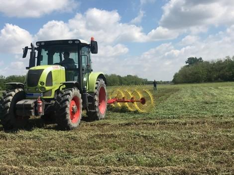 Ügyeljen arra, hogy mit visz magával a traktorba! Hőségriadó lesz!