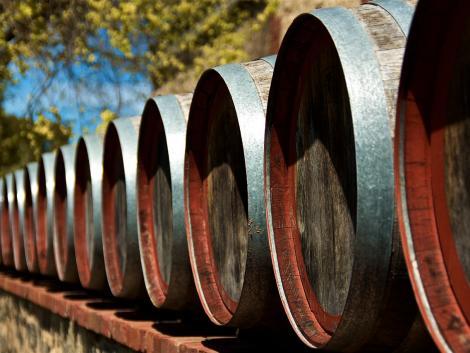 A borosgazdák fuldokolnak – több millió hektoliter bort változtatnának ipari szesszé