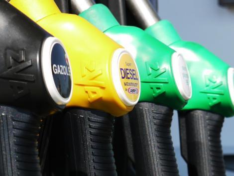 Már meg sem lepődünk: szerdától tovább emelkednek az üzemanyagárak