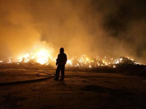 Bálák százai égtek porrá egy hevesi telepen