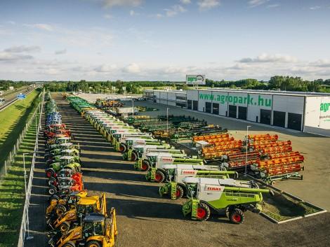 100 traktor, 50 kombájn, 50.000 lóerő! Ilyen parkba szívesen jár a gazda! – VIDEÓ!