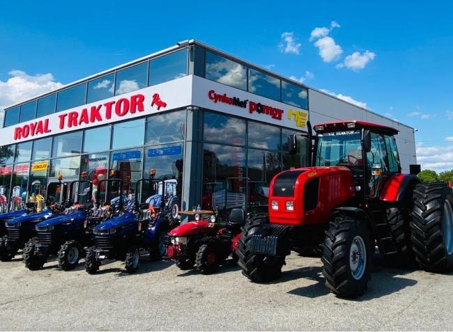 Jártál már traktor-szalonban? Nézd meg Pápán az MTZ, Farmtrac, Pasquali traktorokat! – VIDEÓ