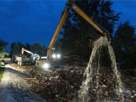 Tisztítják a Szamost az áradás-hozta hulladéktól
