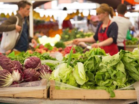 Kőszeg felújított piactéren várja a vásárlókat