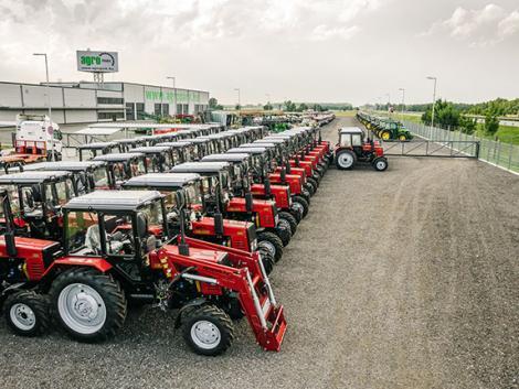 ÚJ MTZ traktorok ameddig a szem ellát!