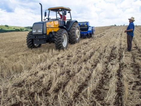 Betelt a pohár – utcán az ukrán gazdák