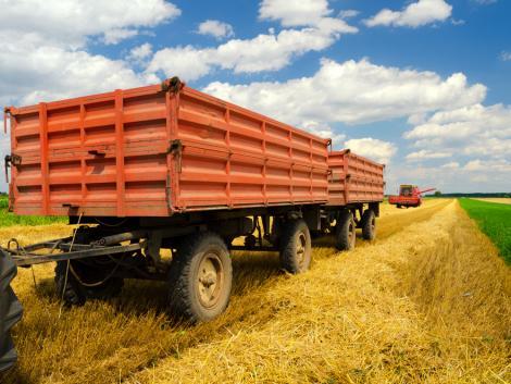 Halálos baleset: traktor pótkocsijába csapódott egy motoros