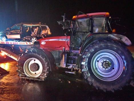 Tragikus balesetben terepjáró és traktor ütközött – a traktoros szerint műszaki hiba miatt nem tudott megállni – FRISSÍTETT!