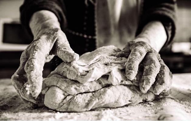 kenyér dagasztás