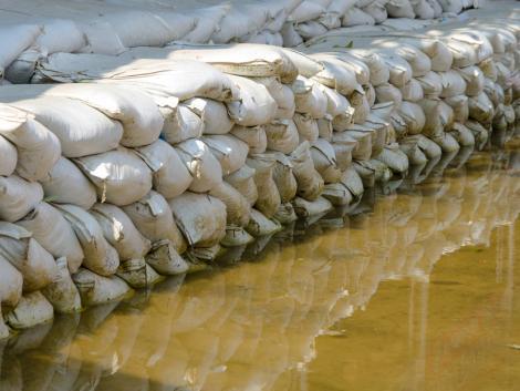 Árvízvédelmi készültséget rendeltek el – árhullámok jönnek több magyar folyón