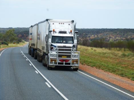 Kezdhetnek aggódni a sofőrök? Gőzerővel fejlesztik az önvezető járműveket