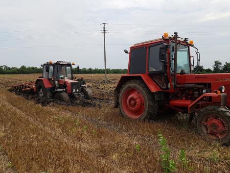 Elakadások, Quadtrac 580 és az öreg traktor egymaga szánt! TI KÜLDTÉTEK! – VIDEÓK és KÉPEK