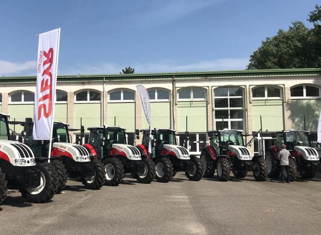 7 új oktatási traktor átadásával indult az agrárszakképző iskolák országos tanévnyitója – VIDEÓ