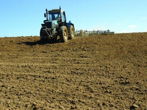 Minél kisebb a traktor keréknyomása, annál jobban kíméli a talajt