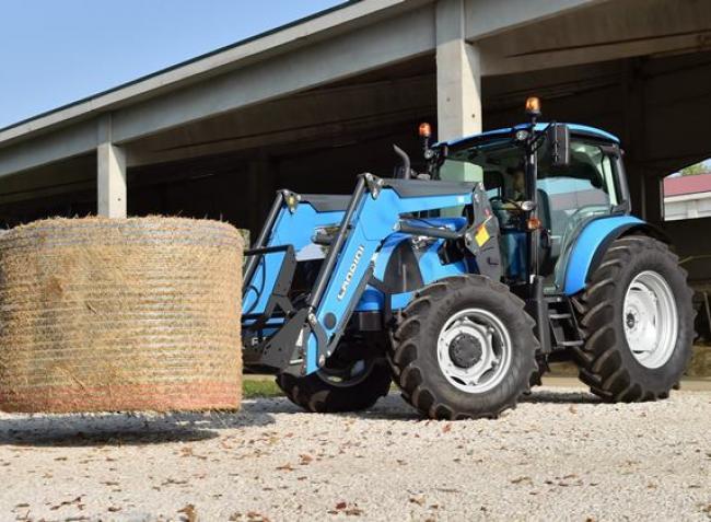 Öröm beleülni ebbe a traktorba! – Interjú az ország legnagyobb biotojás termelőjével