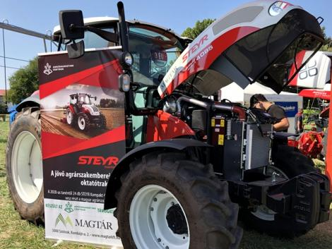 Teljes mellszélességgel kivonultak a STEYR traktorok – VIDEÓ