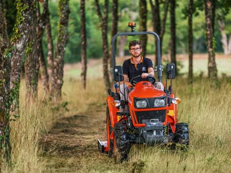 Új kompakt traktort mutatott be a Kubota