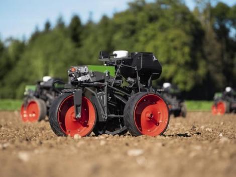Amit már el sem hiszünk: önjáró vetőgép robotok a Fendt-től! – VIDEÓ