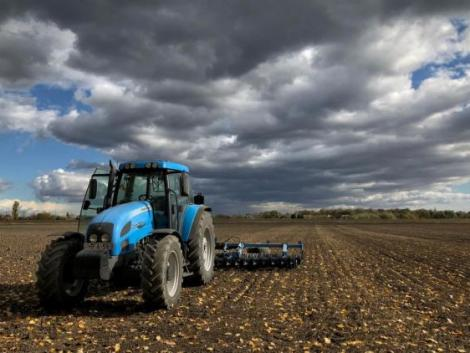 Csapadék hátráltatja az őszi vetést és a kukorica aratását