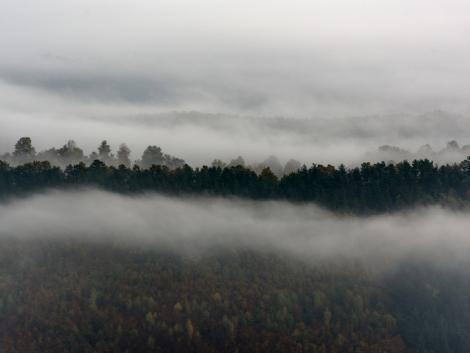 Marad a borult, ködös idő fagypont körüli hőmérséklettel