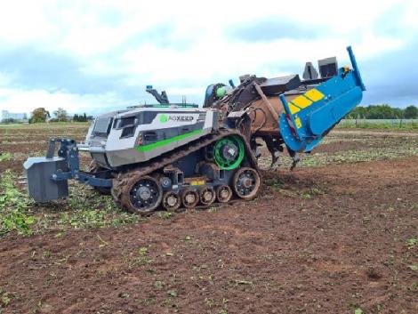 Ezt a brutális robottraktort látnod kell munka közben – VIDEÓ