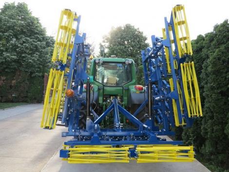 Univerzális traktorok, talajlazítók és boronák extra akcióban Tökölön és Siófokon! – KÉPEK