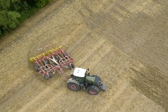 Pöttinger Terria talajlazító a szántóföldön