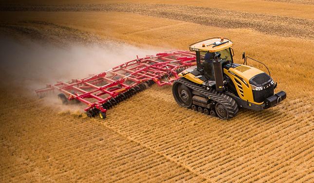 Challenger gumihevederes traktor