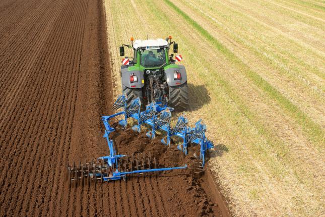 traktor munkagép kommunikáció