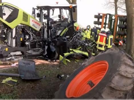 Menet közben esett darabjaira az új traktor – VIDEÓ