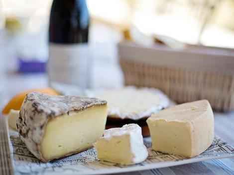 Üvegdarabok lehetnek egy magyar gyártó sajtjaiban