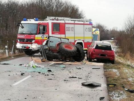 Darabjaira szakadt a traktor az ütközés következtében