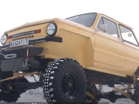 Ilyen gépszörnyet még biztos nem láttál! UAZ-ba oltott Zaporozsec – VIDEÓ