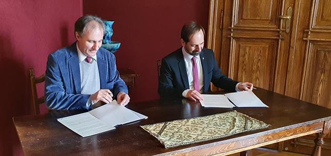 megállapodás aláírása