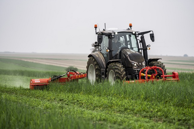 sokoldalú traktor
