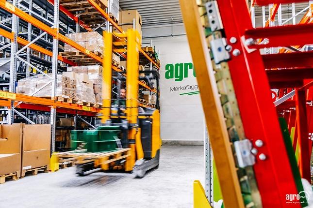 Agropark raktár, több tízezer alkatrész igény kiszolgálása