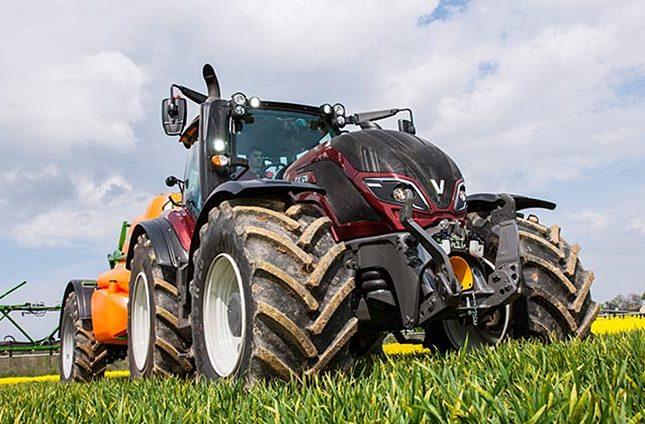 Valtra traktor