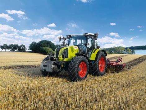 Komoly ráncfelvarrást kaptak a CLAAS ARION 400 traktorok