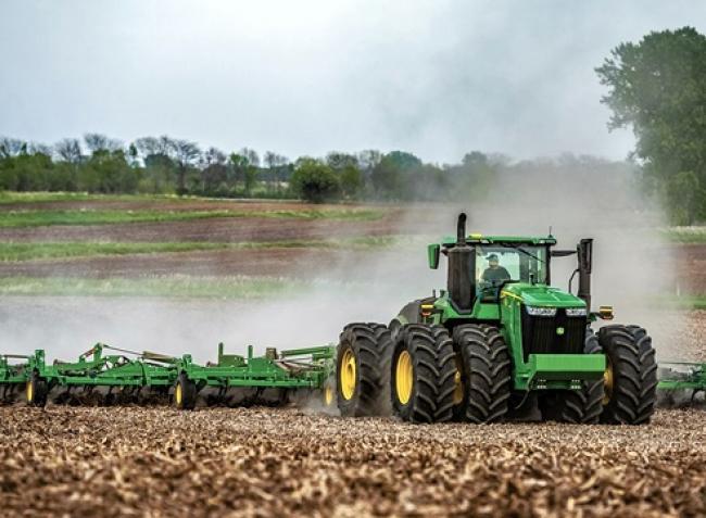 Megújulnak a csúcskategóriás John Deere traktorok