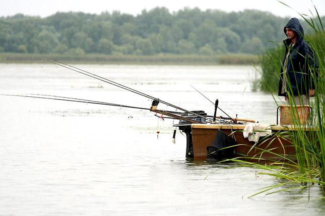 Továbbra is lehet horgászni.