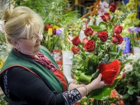 A piacokon nyitva lehetnek a virágárusok