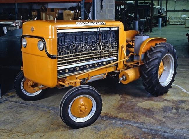 Elképesztő! Üzemanyagcellás traktor több mint 60 évvel ezelőttről!