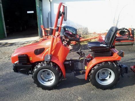 Íme a legkisebb traktor a világon! Nézzük, mit tud!