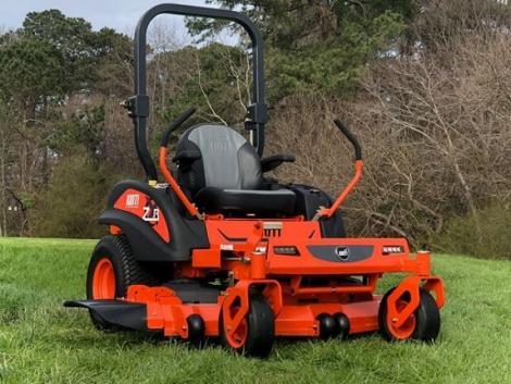 Nem kell kétszer nyírni! Ezek a fűnyíró traktorok egy bosszantó fűcsomót sem hagynak!